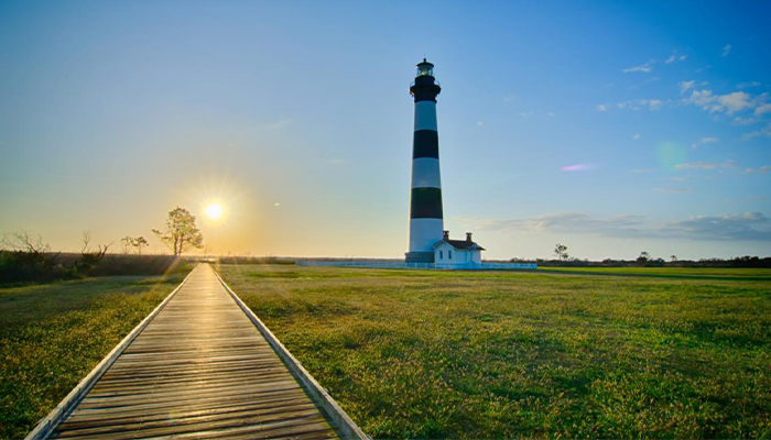 couples trip to the obx - bodie island lighthouse in south nags head