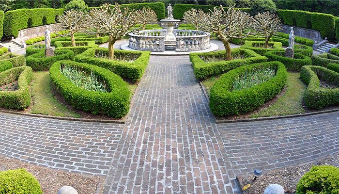 couples trip to the obx - manteo's elizabethan gardens