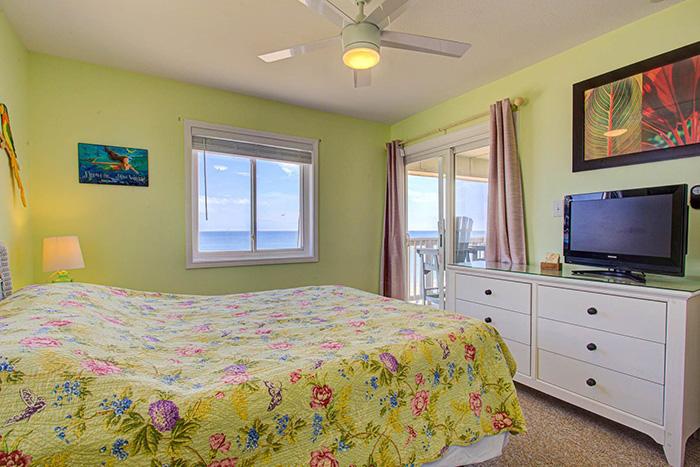 #SC2C - Sands Shamrock Queen Bedroom